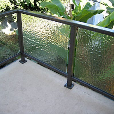 Glass railings glass service residential commercial for Glass balcony railing